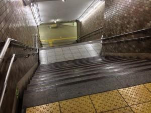 地下鉄入り口を上から